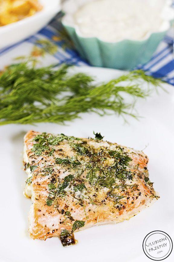 Łosoś pieczony z masłem i koperkiem a także z natką pietruszki i przyprawami wyszedł miodzio, mimo, że nie przepadam za smakiem łososia.