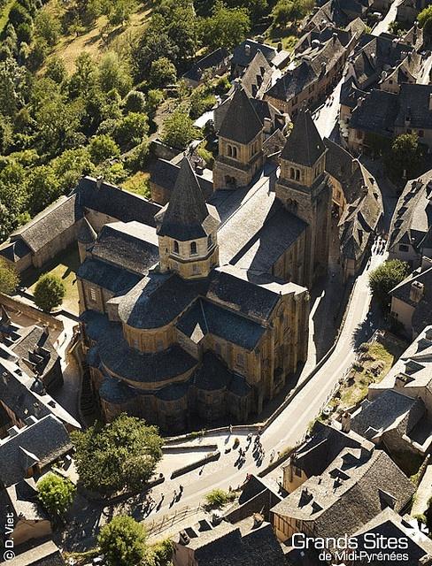 Abbaye de Conques - Midi-Pyrenees #Conques #aveyron #Midipyrenees