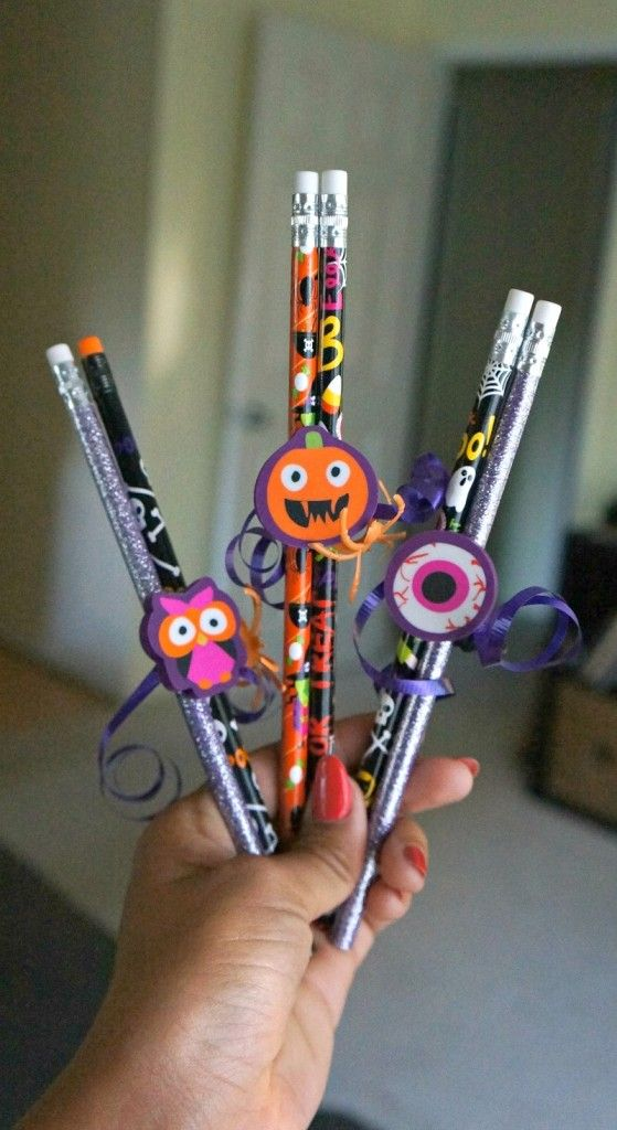 Make these fun, easy and candy free Halloween pencil favors