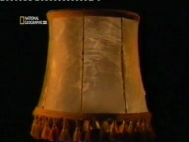 fotografia de la lampara hecha con piel judia...por ilse koch o tambien llamada la zorra de Buchenwald