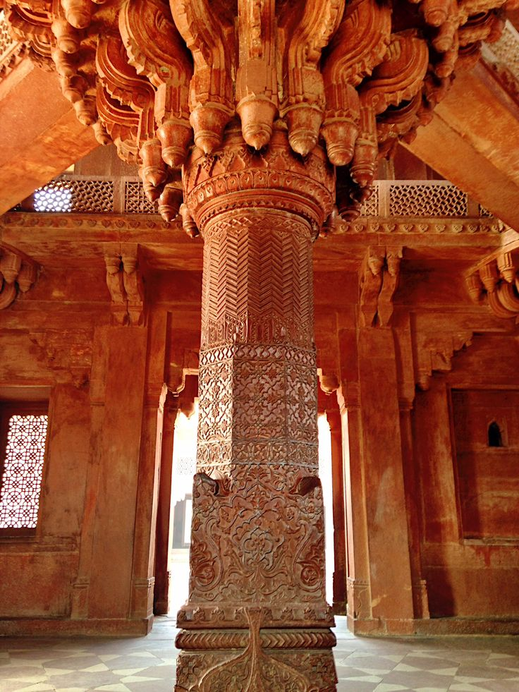 Divan-i-Khas Hall of Private Audience at Fatehpur Sikri Palaca. Copyrights Vivi Kembang Tanjoeng.