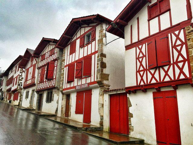 Fachadas de La Bastide-Clairence, típicas del País Vasco francés