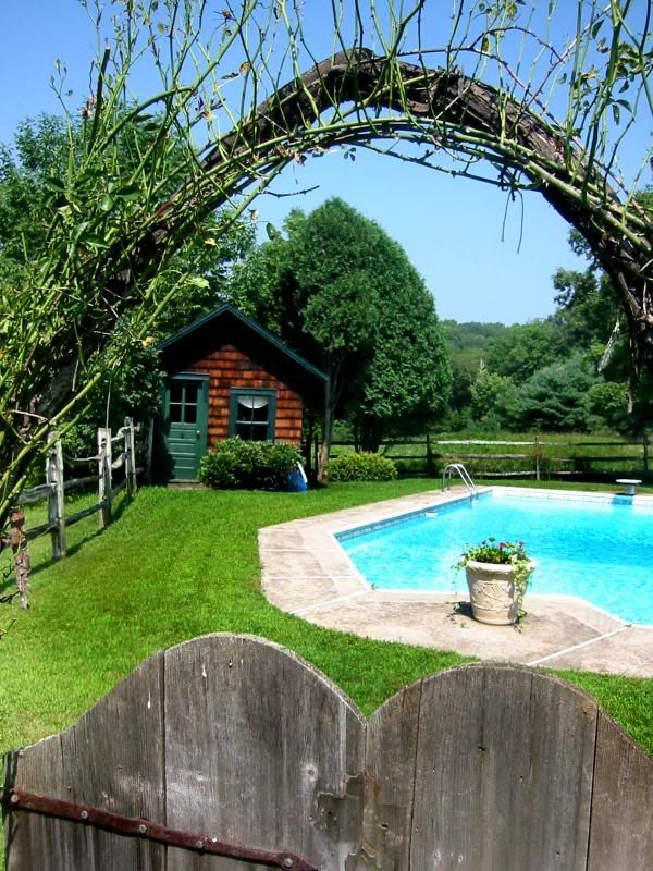 fence around pool