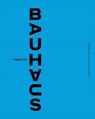 « Architectes, sculpteurs, peintres, tous nous devons retourner à l'artisanat » écrit l'architecte Walter Gropius dans son manifeste du Bauhaus. Fondé en 1919 à Weimar, dissout en 1933 à Berlin face à la montée du nazisme, le Bauhaus est une école d'enseignement artistique qui s'est imposée comme une référence incontournable de l'histoire de l'art du XXe siècle. Elle a été créée par Gropius pour rendre vie à l'habitat et à l'architecture au moyen de la synthèse des arts plastiques, de…