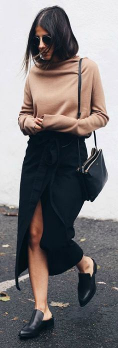 This extra long sleeved sweater looks cute worn with a black wrap around maxi skirt and simple flats. Via TheFashionMedley. Camel sweater: COS, Skirt: Zara, Shoes: Dolce Vita, Bag: Céline Trio.