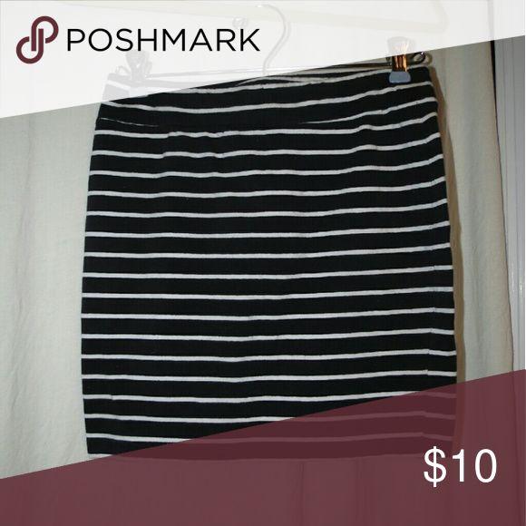 Foreber 21 Black and white pencil skirt Foreber 21 Black and white pencil skirt Forever 21 Skirts Pencil