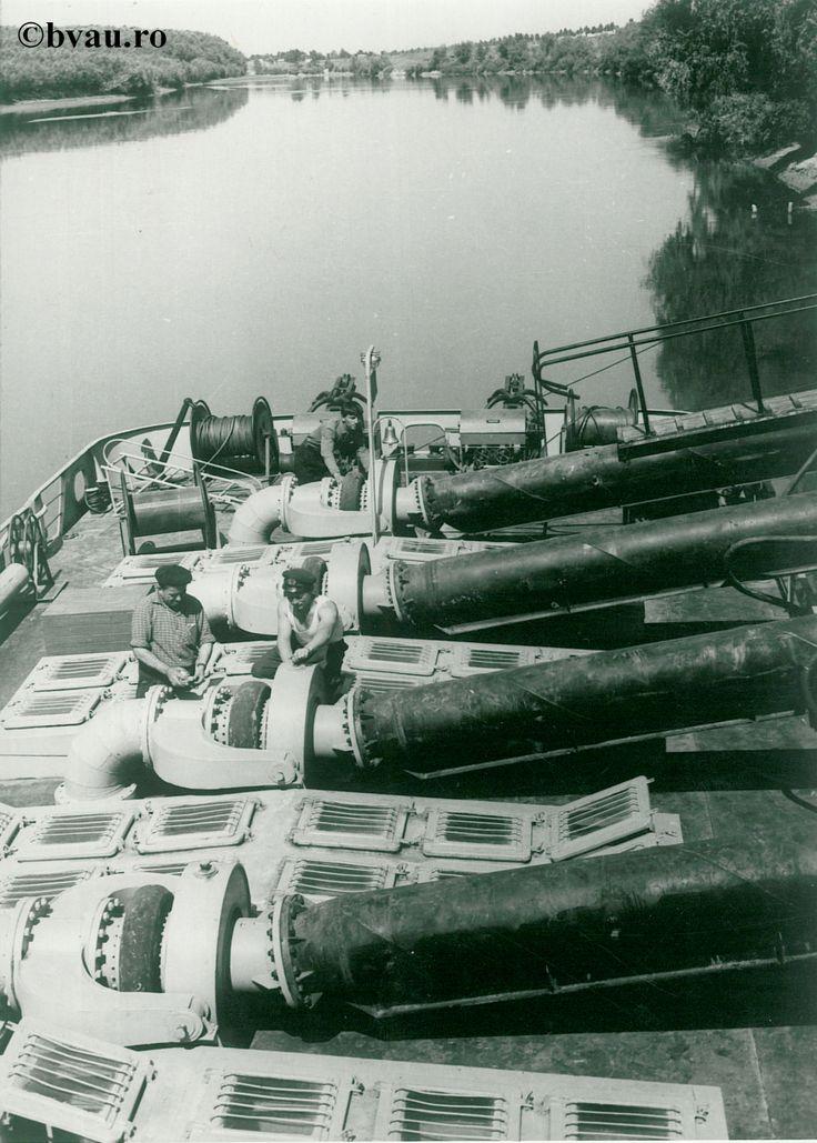 """Darea în exploatare a staţiei de irigaţii la Şerbeşti, anul 1968, Galati, Romania. Imagine din colecțiile Bibliotecii Județene """"V.A. Urechia"""" Galați."""