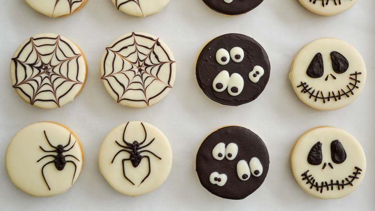 Especial Dulce de Halloween!! ALFAJORES TENEBROSOS -Alfajorcitos con dulce de leche y chocolate. Algunos extra tips: * Esta receta rinde para 20 alfajores (s...