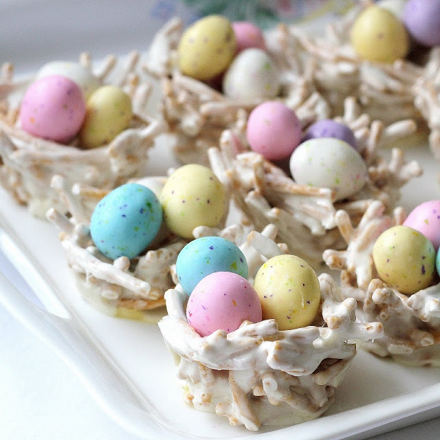 Easy bird's nests made with chow mein noodles and marshmallows: White Chocolates, Birds Nests, Bird Nests, Chow Mein, Easter Eggs, Springtim Birds, Microwave Recipes, Marshmallows Treats, Easter Birds