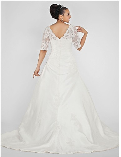 Cheap Free Shipping Plus Size Ball Gown V-neck Chapel Train Taffeta Plus Size Wedding Dress 2013 at TheDressUnion.com