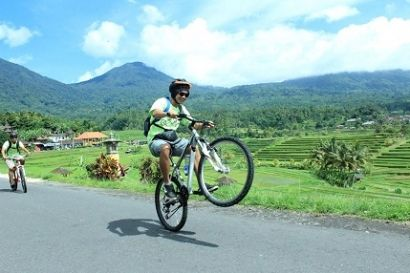 BALI DISCOUNT ON AUGUST 2015 Beginning the adventure starts from the crafts in Kintamani to enjoy one of the most beautiful panoramic views and spectacular mountain and Lake Batur......