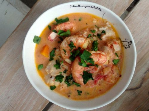 Last week, I shared some of the behind-the-scenes stories and snapshots of my day with the Top Billing team, and I promised that I'd soon deliver to you the Coconut Prawn Curry that I made for our beautiful guest, Lerato Kganyago. Well folks, with much curry love, here it is. I should add that while [...]