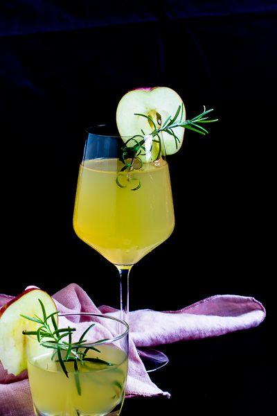 Apfel-Holunderblüten Gin Fizz - Sommerzeit ist Cocktailzeit - Sasibella