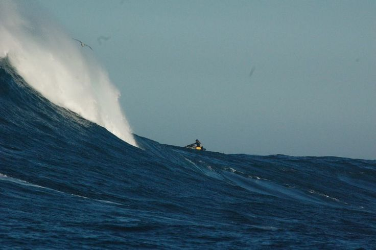 "Big wave surfing at Cortes Bank's ""Ghost Wave"" [PICS]"