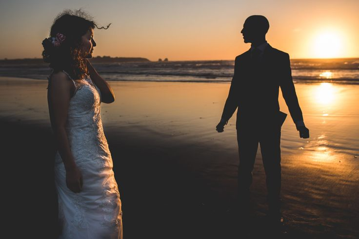 sesión-playa-trash the dress-pichilemu-fotografo-matrimonio-diego mena fotografia #groom #bride #bridal #sesion #trashthedress #pichilemu #sunset