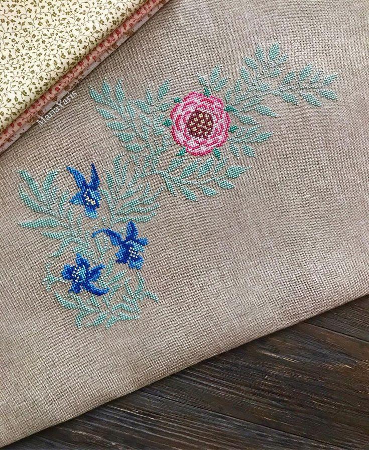 Мой веночек от #williammorris зацвёл и синими цветами Несмотря на совсем не сочетаемый здесь зелёный, мне он нравится и хочется уже поскорее закончить ~~~~~~~~~~~~~~~~ #mariayaris #vintage #kasnakpano #elişi #kanaviçe #crossstitchland #embroidery #embroideryblog #vyshivayu #brodery #puntodecruz #needlework #xstitch #crossstitch #crossstitcher #show_me_your_hobby #ниднябезкрестика #рукоделие #вышивкакрестом #вышивание #вышивка #bravokrestik #krestik_i_kanva