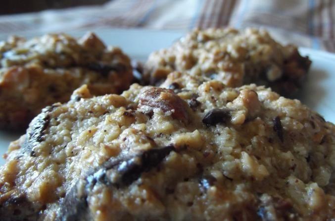 Doriţi să gătiţi prăjituri sănătoase? Intraţi aici şi vedeţi cum puteţi face prăjituri cu banane, ovăz şi ciocolată şi cate calorii au.