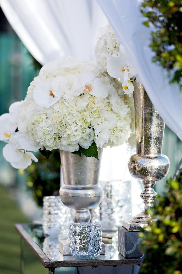 #centerpiece  Photography: Yvette Roman - yrphoto.com/ Design and Styling: Kristin Banta Events - kristinbanta.com/  Read More: http://www.stylemepretty.com/2012/02/13/london-hotel-wedding-by-kristin-banta-events-a-tv-special/