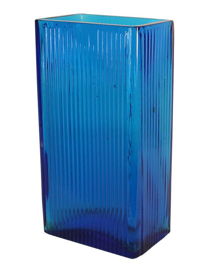 Vacker blå vas tillverkad i glas