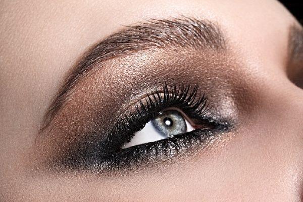 10 способов сделать глаза больше 😻  1. Следите, чтобы не было отечности. Если утром проснулись с опухшими глазами, протрите кожу под нижними веками и в районе внешних уголков кубиком косметического льда из отвара ромашки или огуречного сока. Помогает и классический компресс из огуречных долек.  2. Корректируйте синяки под глазами. Для этого используется светоотражающее средство (или #консилер), нанесенное под глазами в форме буквы V (перевернутый треугольник, вершина которого заходит на…