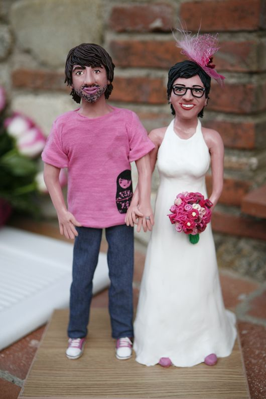 ¡LOVE! Las figura de novios personalizados en plastilina de Maria Fort García #figurasnovios #caketoppers #tendenciasdebodas