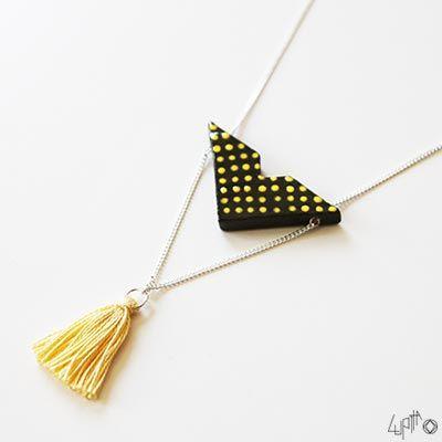 Voici le collier sautoir Sachi en jaune et noir - bijoux en céramique Lupita