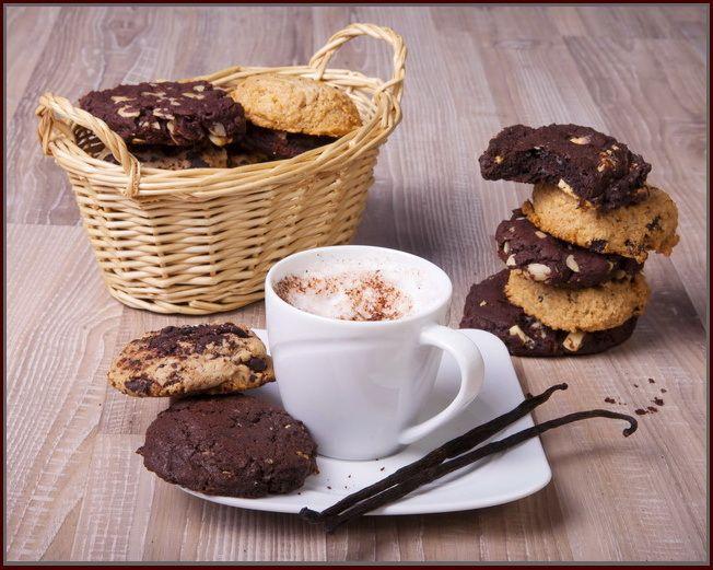 Cookies z másla, třtinového cukru a čokolády 1 kg. Zkuste naše cookies a jiné už chtít nebudete :) Pro výrobu těchto křehoučkých sušenek ve vysokékvalitě vánočního cukroví používáme jedině pravé máslo, čokoládu, třtinový cukr a voňavé kvalitní koření. Výborné jako svačinka v práci ke kávě, nebo doma při zaslouženém odpočinku. 1 kus má v ...