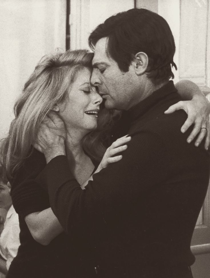 """Catherine Deneuve and Marcello Mastroianni in """"Ça n'arrive qu'aux autres"""" (1971)  Been there):"""