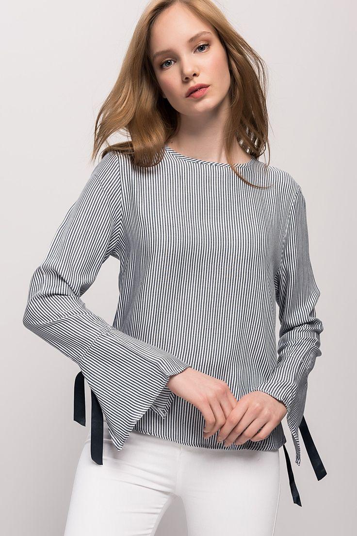 Kadın Mavi Çizgili Yan Düğmeli Çizgili Bluz Y-London | Trendyol