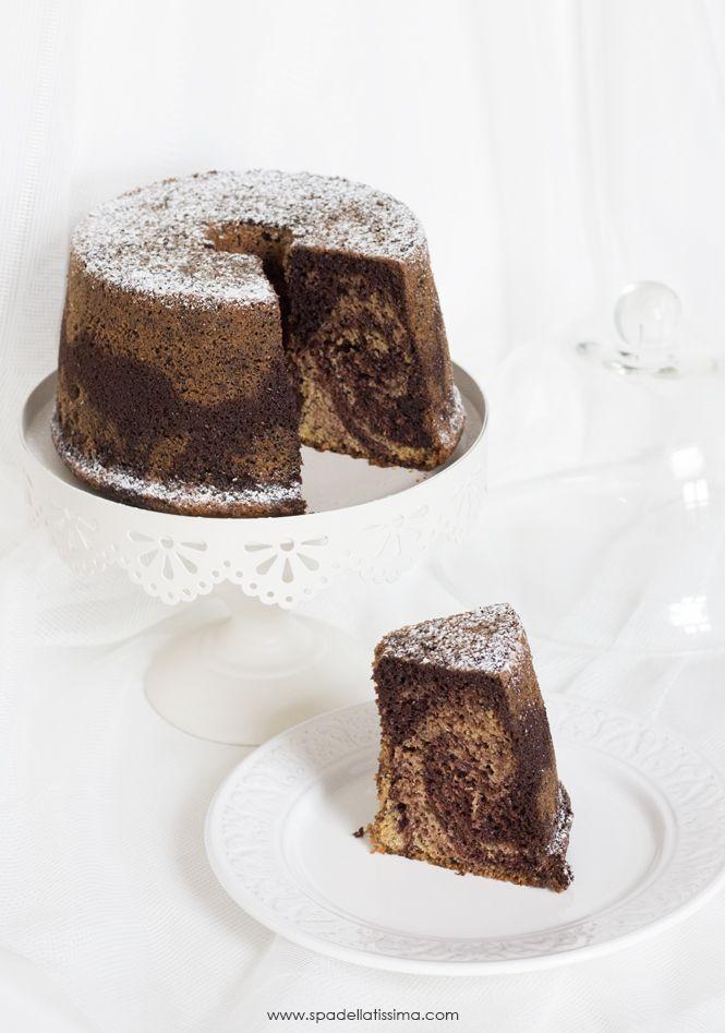 La Fluffosa, una torta altissima e sofficissima, qui nella versione marmorizzata con cacao e banana.