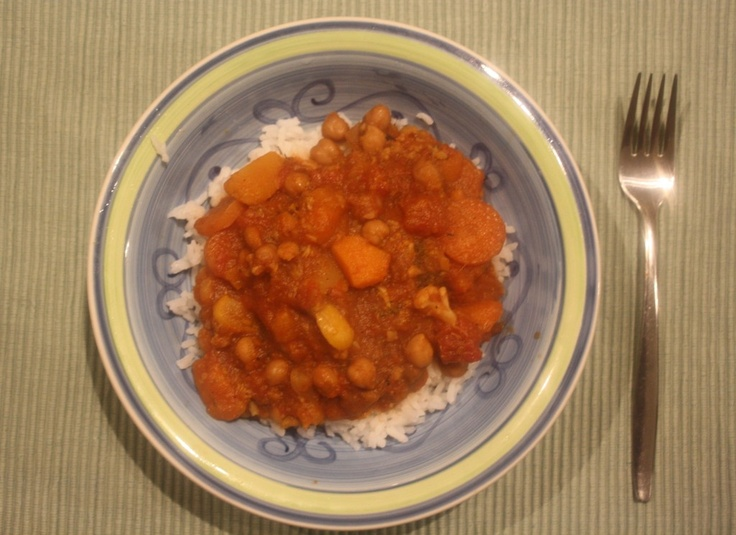 Vegetable and chickpea slow cooker curry - http://styleunearthed.com/food-unearthed-slow-cooker-vegetable-curry/