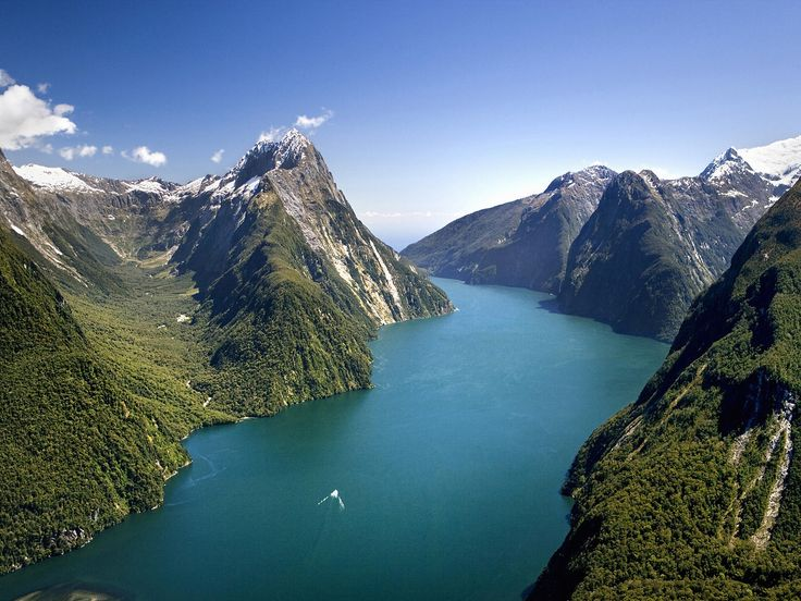 Milford Sound, Fiordland National Park, South Island, New Zealand...breath-taking scenery