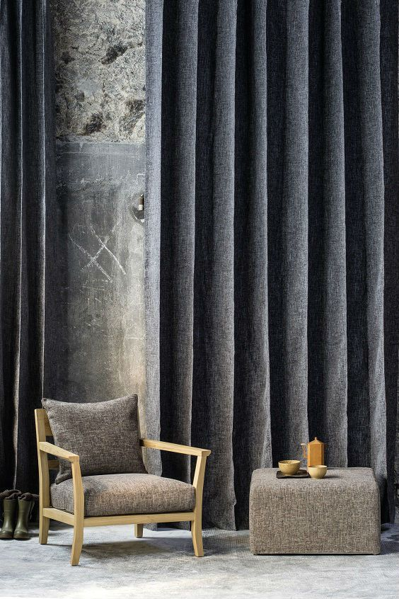 Boasting an excellent Martindale, the «Tailor»  collection does not wear under the onslaught of UV light and therefore is naturally suitable for seat covers and curtains. #tailor #elitis #fabrics #homedesign #curtain