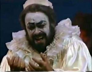 Luciano Pavarotti in Pagliacci <3