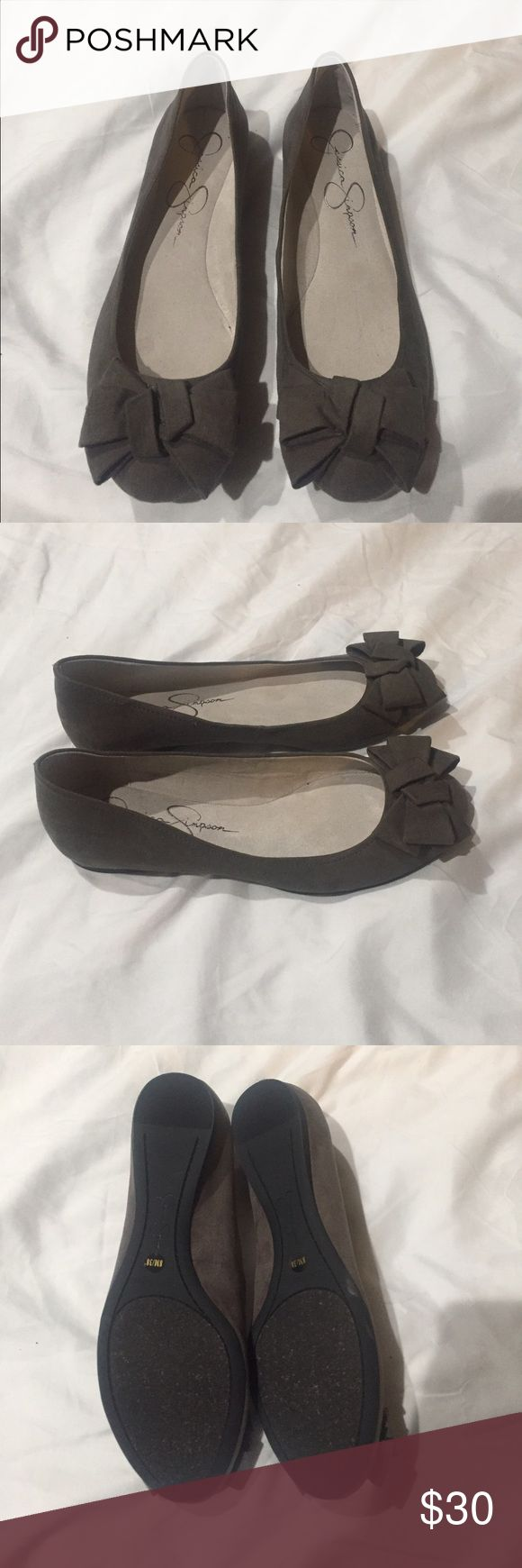 ✨Flash Sale✨Jessica Simpson gray Flats New Jessica Simpson gray flats with bow on the front. Price is Firm❗️ Jessica Simpson Shoes Flats & Loafers