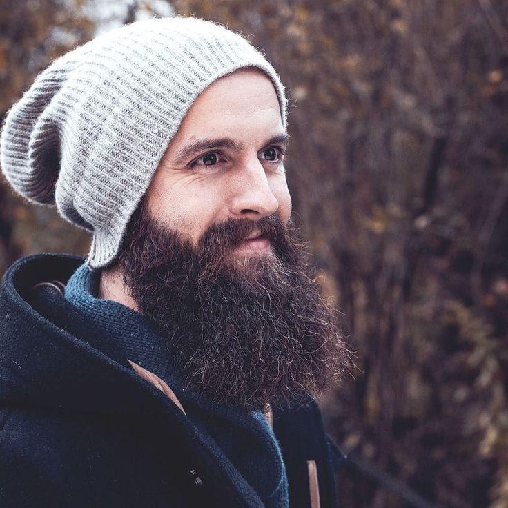 Portrettbilde av en kar som hadde ett-årsdag siden han begynte å spare skjegg. Stilig kar og stilig skjegg! #portrettfotografioslo #beardedmen #fallphotography
