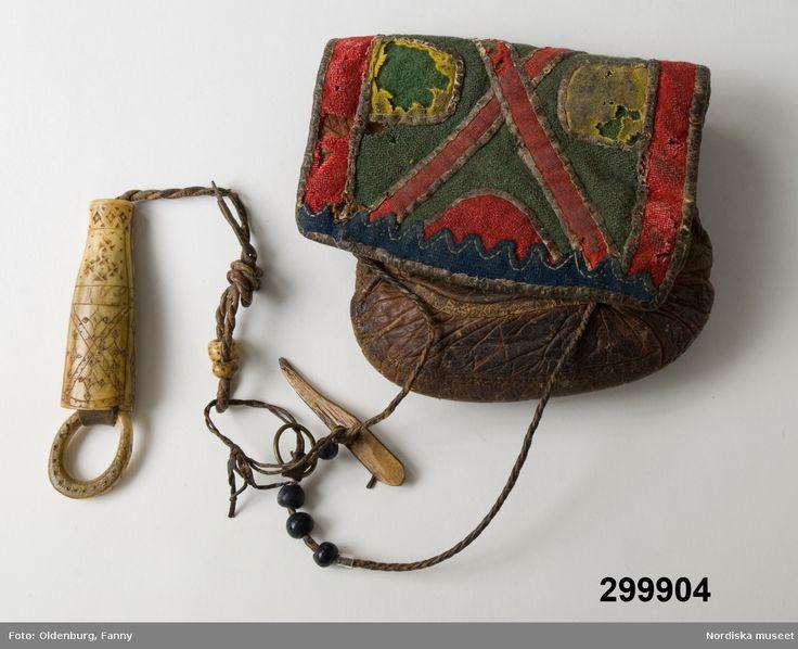 Väska med nålhus från Gällivare, tillverkad efter 1850 använd före år 1900. Saami bag from Gällivare.