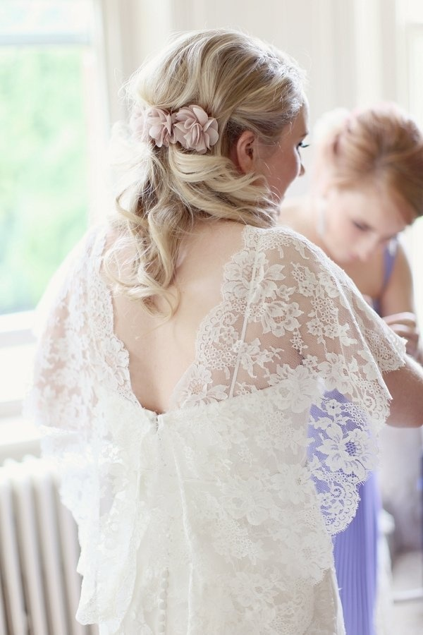 lace capelet by http://www.benjaminroberts.co.uk/  Photography by craigsandersphotography.co.uk