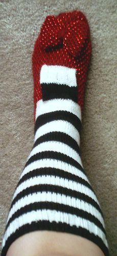 Ruby Red Slipper Sock, inspired by Frog in Knots baby slipper but made into an adult version by Craftsterer Baigneuse