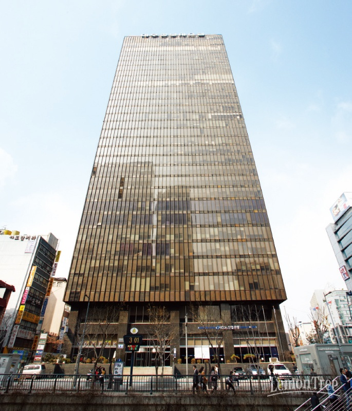 Architecture in Seoul! Samil Building, built in the 1970s