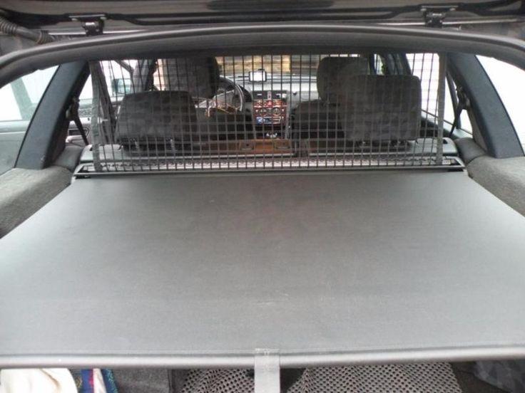 Kofferraumrollo schwarz mit Befestigungen von Mercedes 200 CDI Bj- 2000 zu verkaufen. Mit Gebrauchsspuren. Nur Abholung.