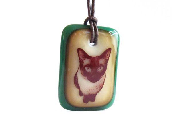 Siamese Cat Necklace - handmade in glass by  l e i l a c o o l s