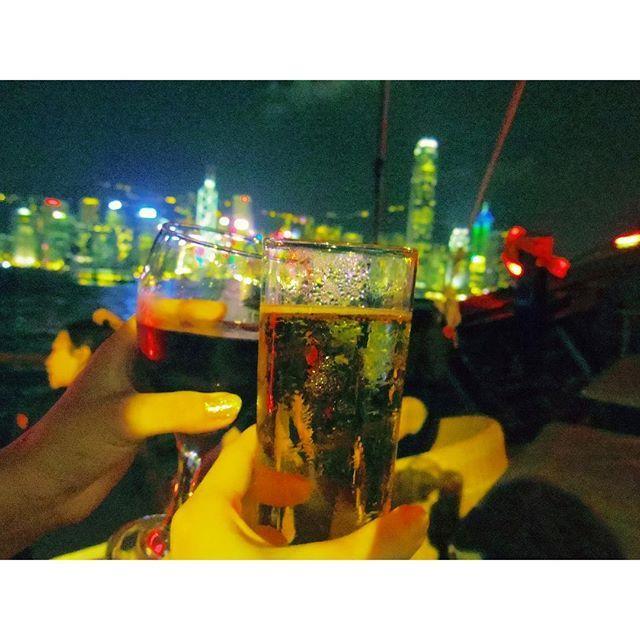 Instagram【aimin35】さんの写真をピンしています。 《非日常で素敵な時間! 明日は最終日…!😵 #hongkong  #香港 #夜景 #クルーズ #travelgram  #instatravel  #travel  #reise  #海外旅行  #旅行 #女子旅 #2人旅 #息抜き #pentax #pentaxq10  #pentaxagram 今回も(ハイスピードで)現地人に間違われております🙃》