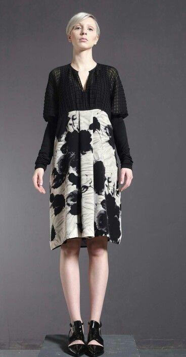 Vestito di plissé, charmeuse di seta stampata e jersey di cotone elasticizzato.