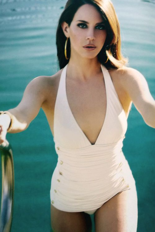 was there ever a girl so pretty? #lanadelrey