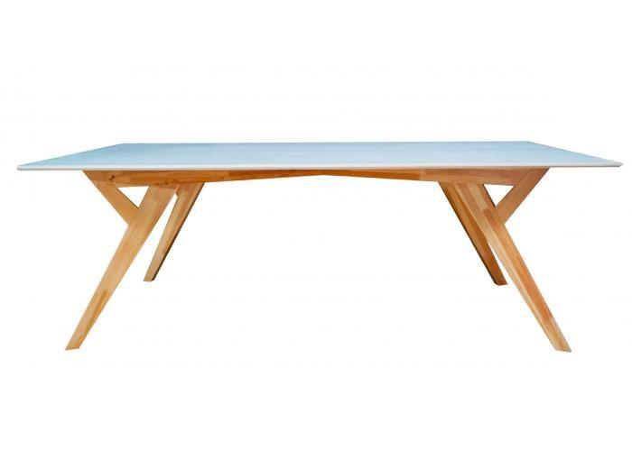 Mesa 2.20m largo, elaborada con madera maciza de pino a base de ensambles a media madera, espiga y escopio . Patas desmontables con tornillos conectores y contratuercas Allen.