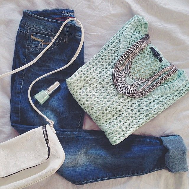 Sunday mood? #MINT! Paired with our Olivia jogging! #FoxyJeans