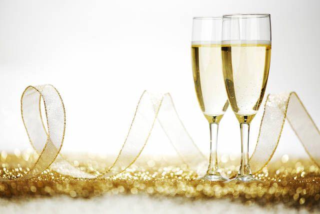 Brindisi con champagne per nozze d'oro - FOTO
