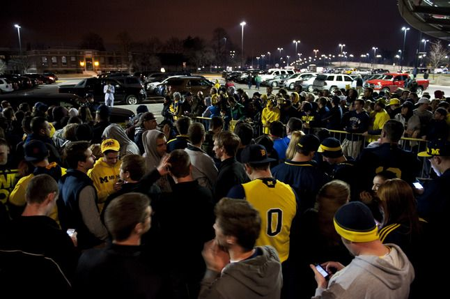 University of Michigan basketball fans vying for limited tickets to Final Four game