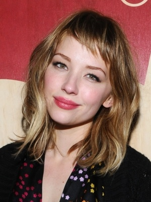 Love the hair colour, soft makeup and short fringe (Haley Bennett)